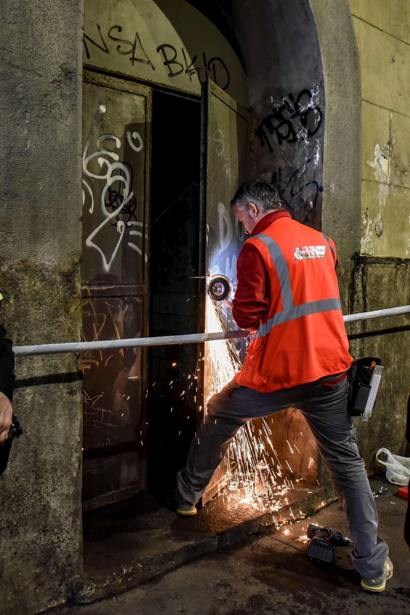 Milano, ritrovato scheletro in un deposito in disuso