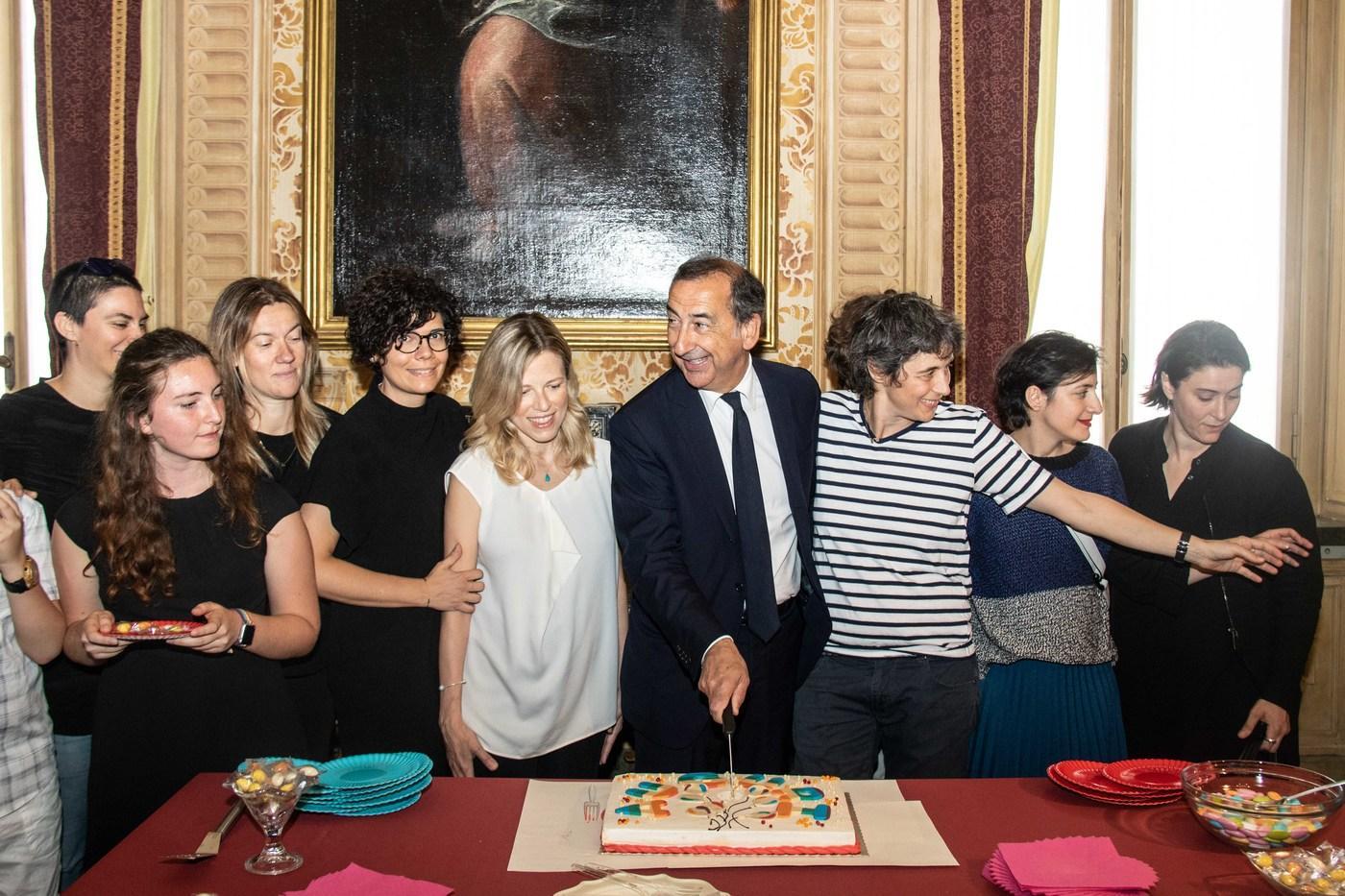 Milano, il Comune riconosce i figli delle famiglie arcobaleno