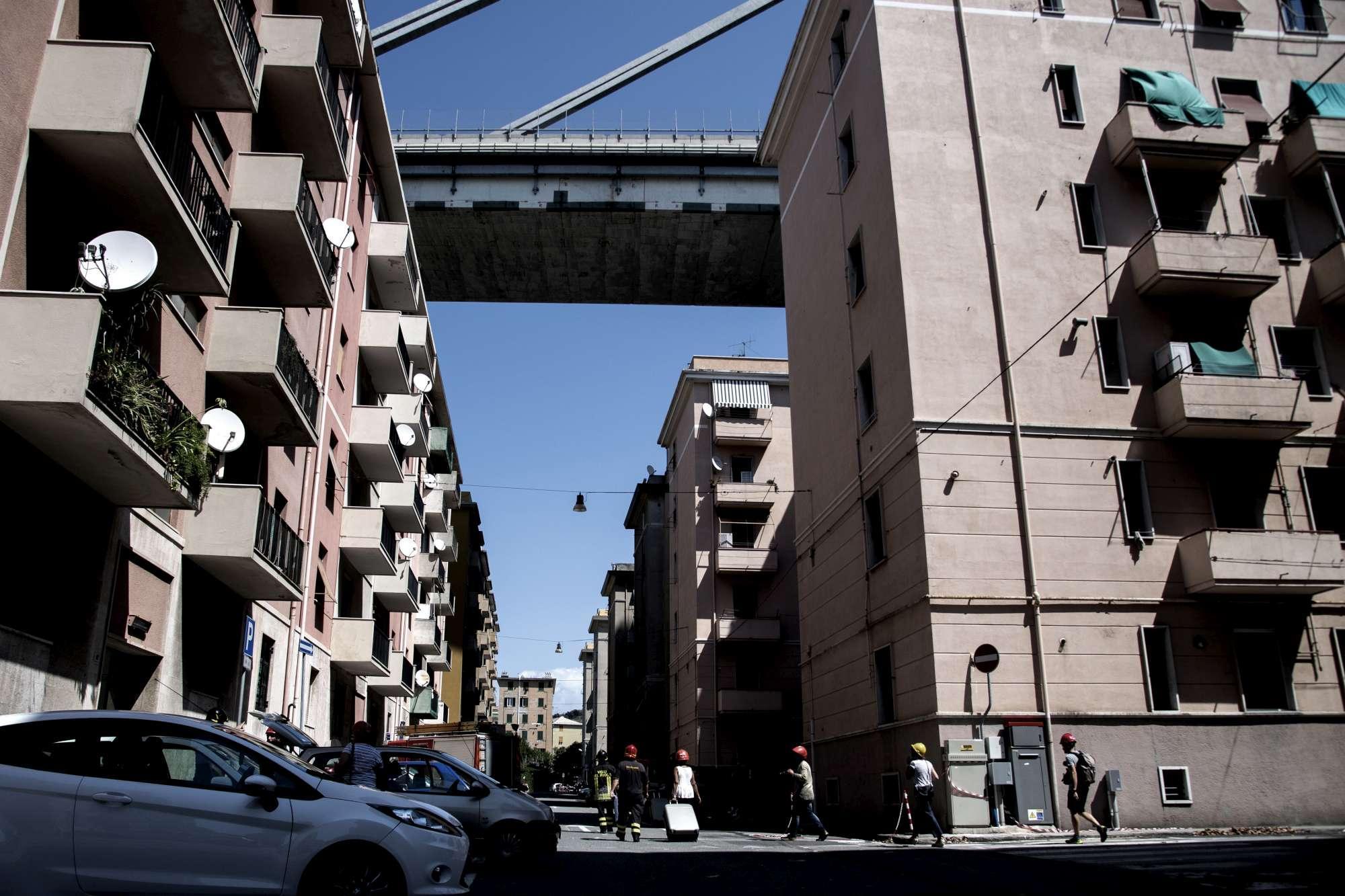 Genova, i palazzi sgomberati sotto il ponte Morandi