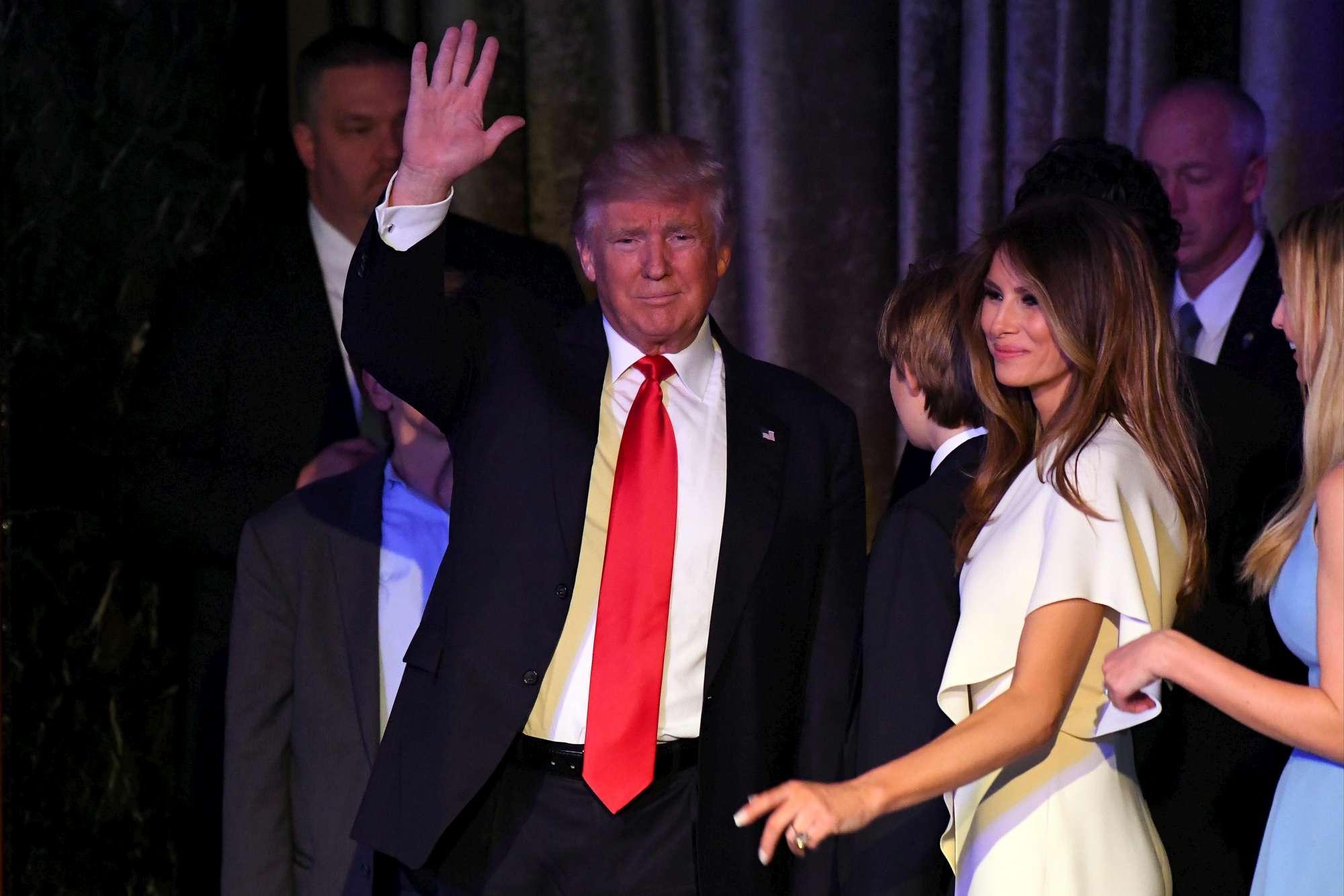 Usa 2016, Trump emozionato sul palco per il primo discorso