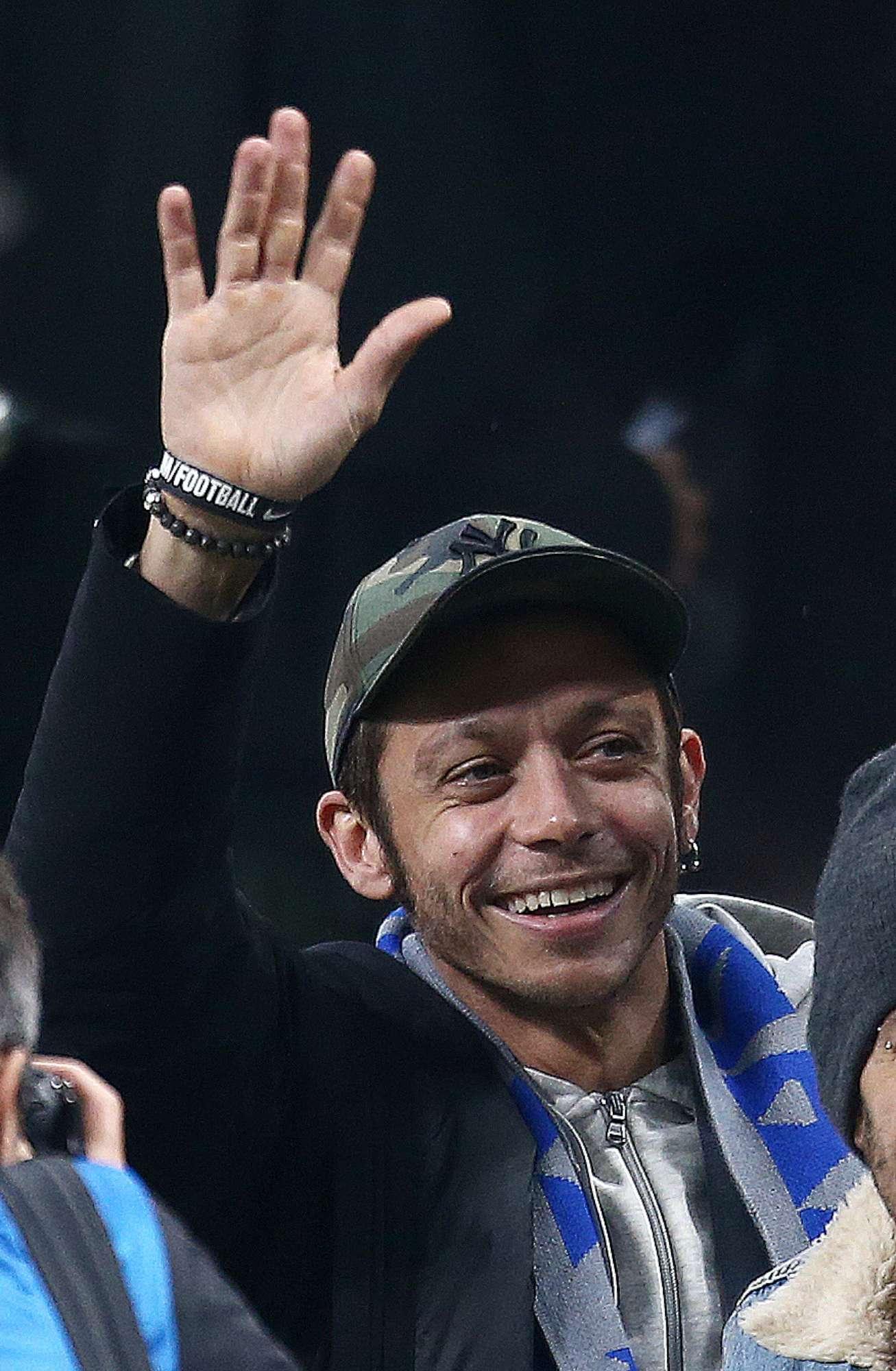 Valentino Rossi, debutto allo stadio con la fidanzata Francesca