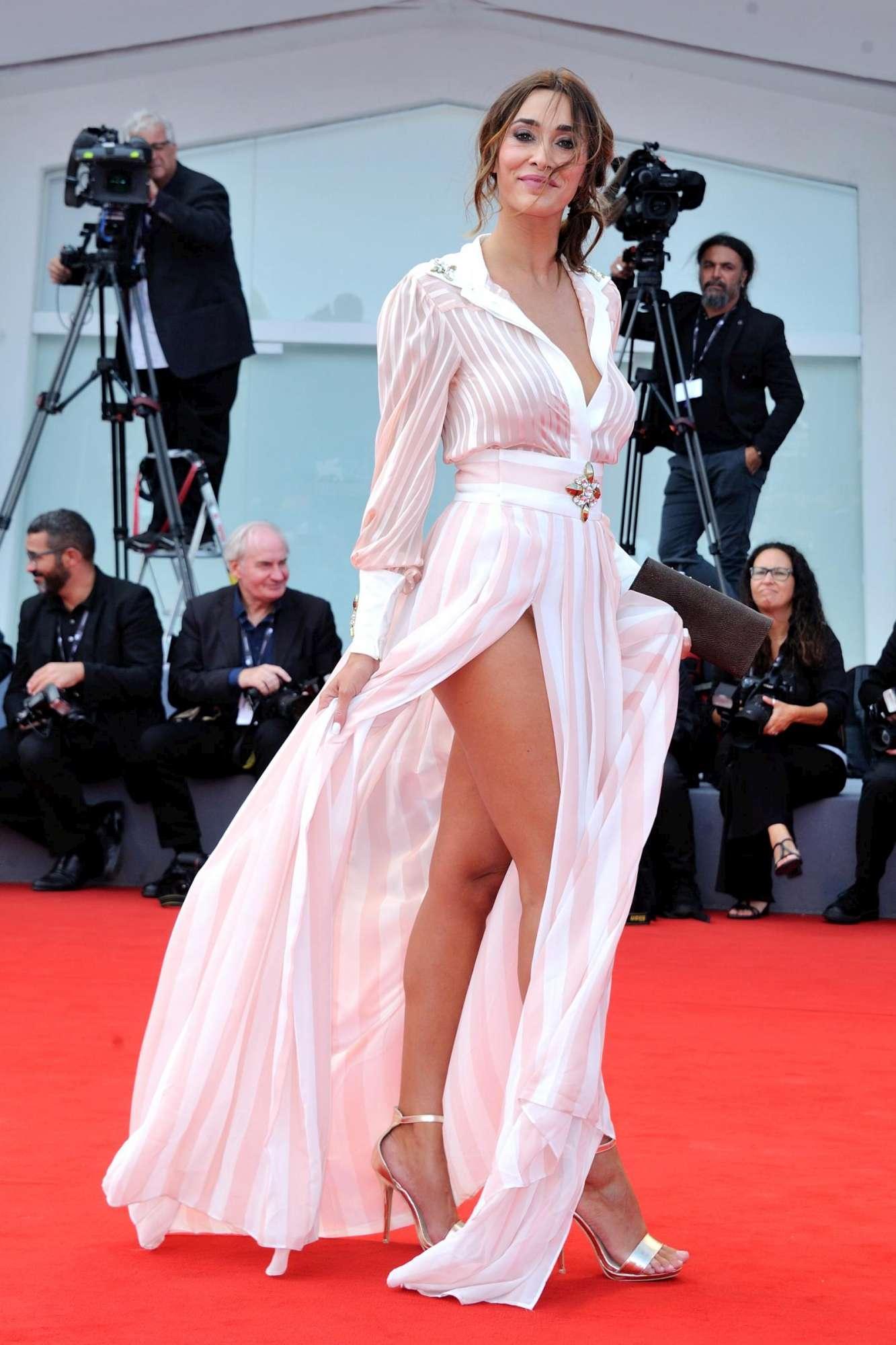 Sonia Lorenzini, red carpet a luci rosse per l ex tronista