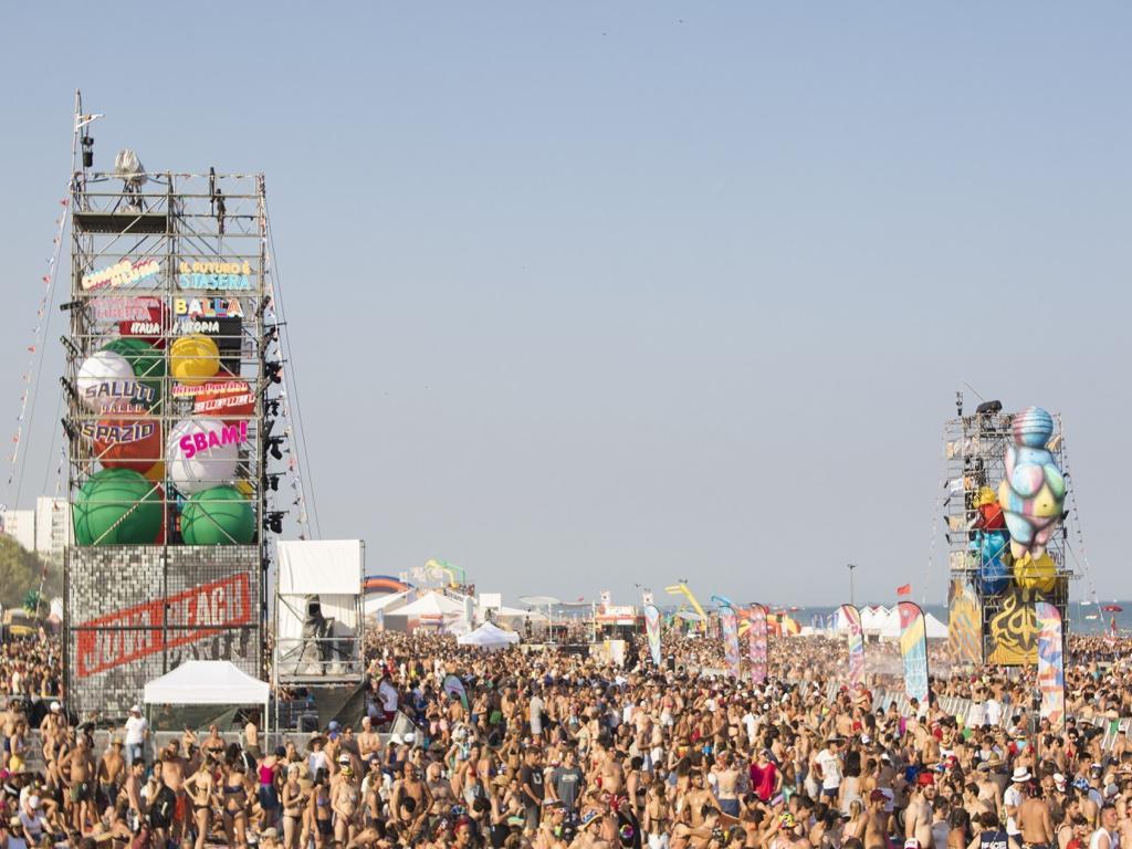 Jova Beach Party: sole, musica e divertimento sulla spiaggia