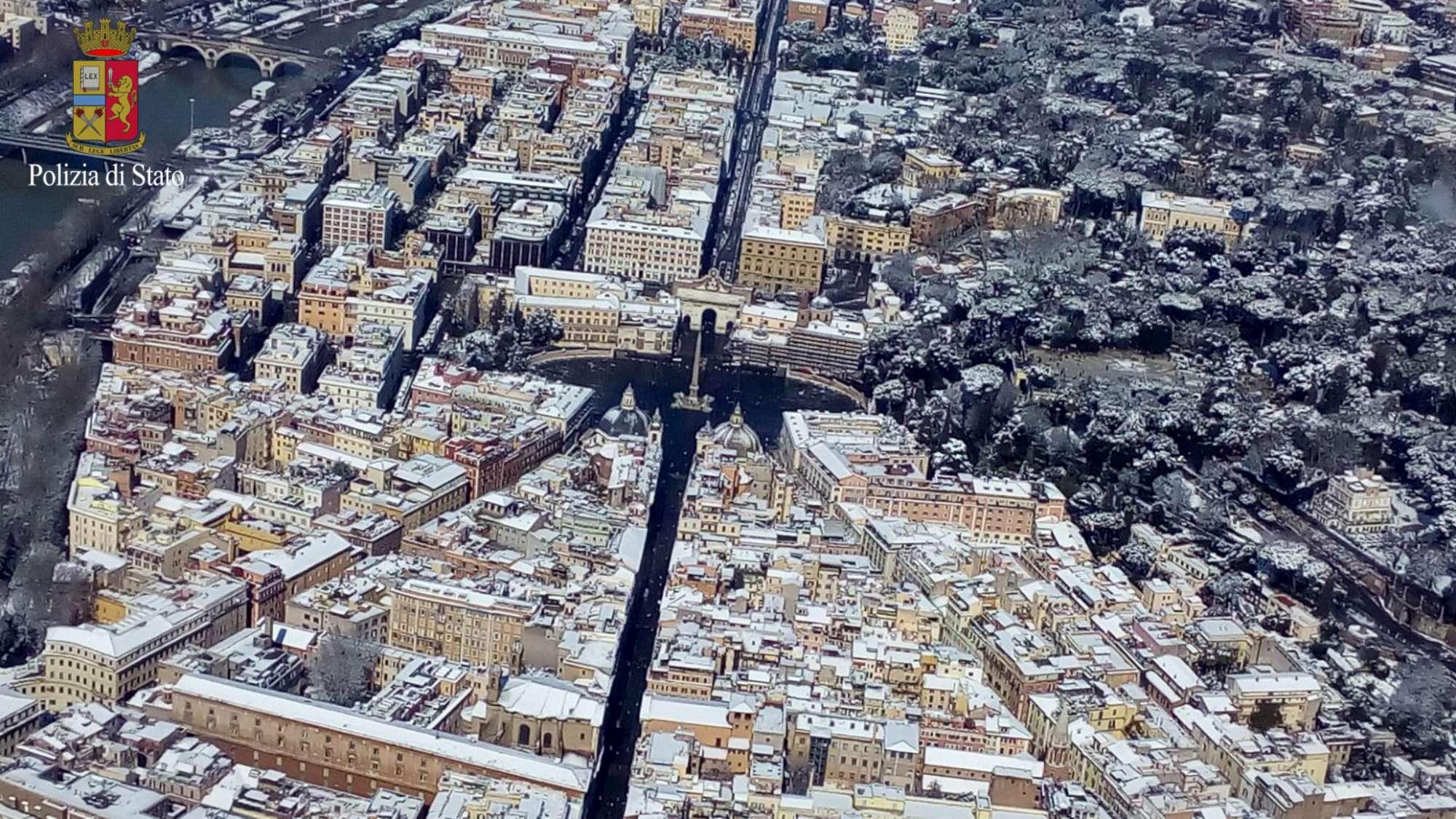 Roma sotto la neve: le foto dall elicottero
