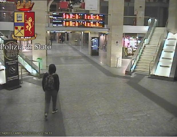 Anis Amri, le foto dell'attentatore di Berlino in Italia