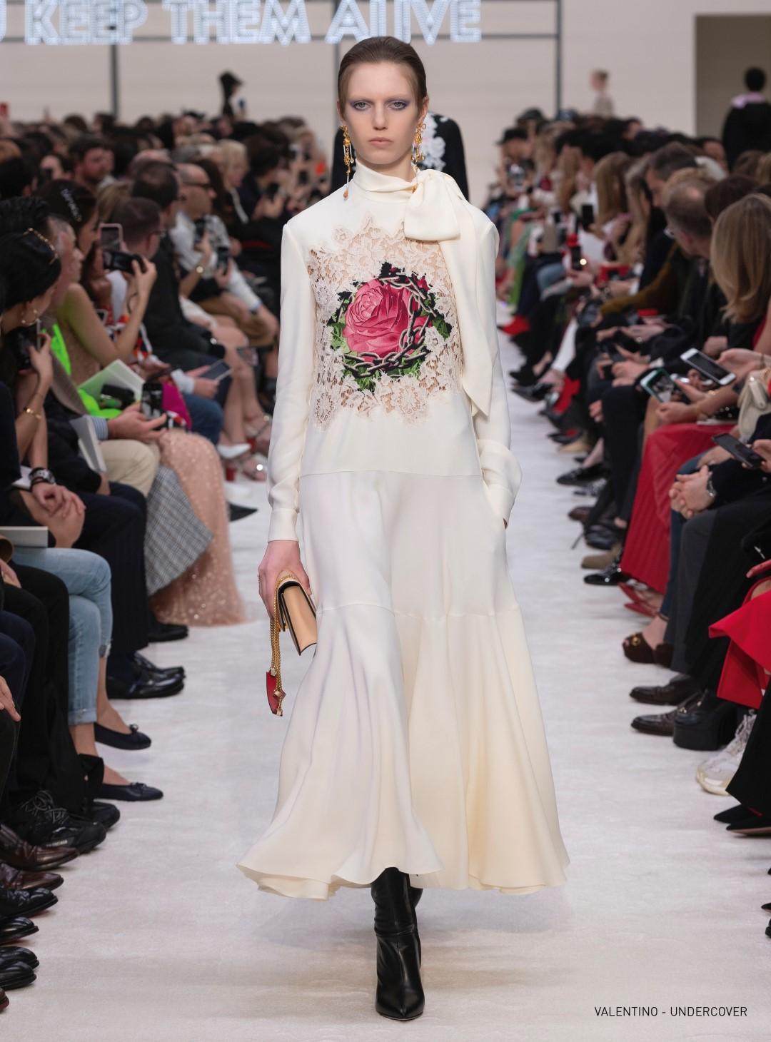 Moda donna, alla scoperta dei trend d'autunno: il fascino della rosa