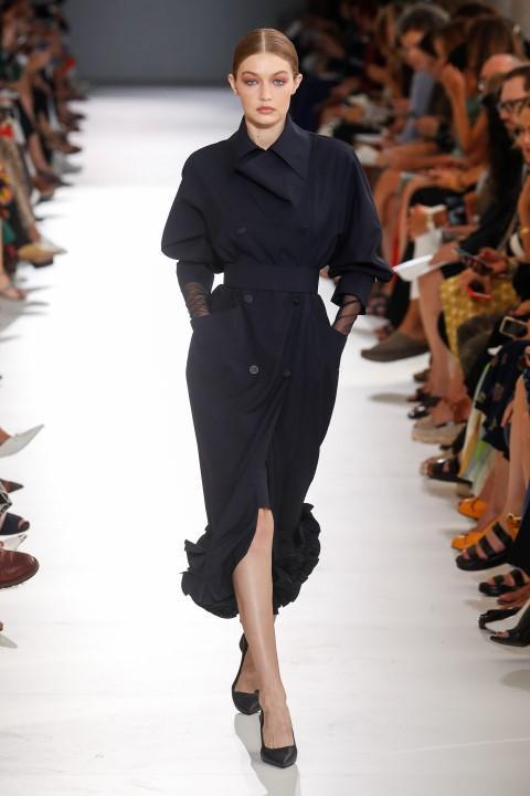 Moda Donna: in passerella sfilano le donne di Max Mara