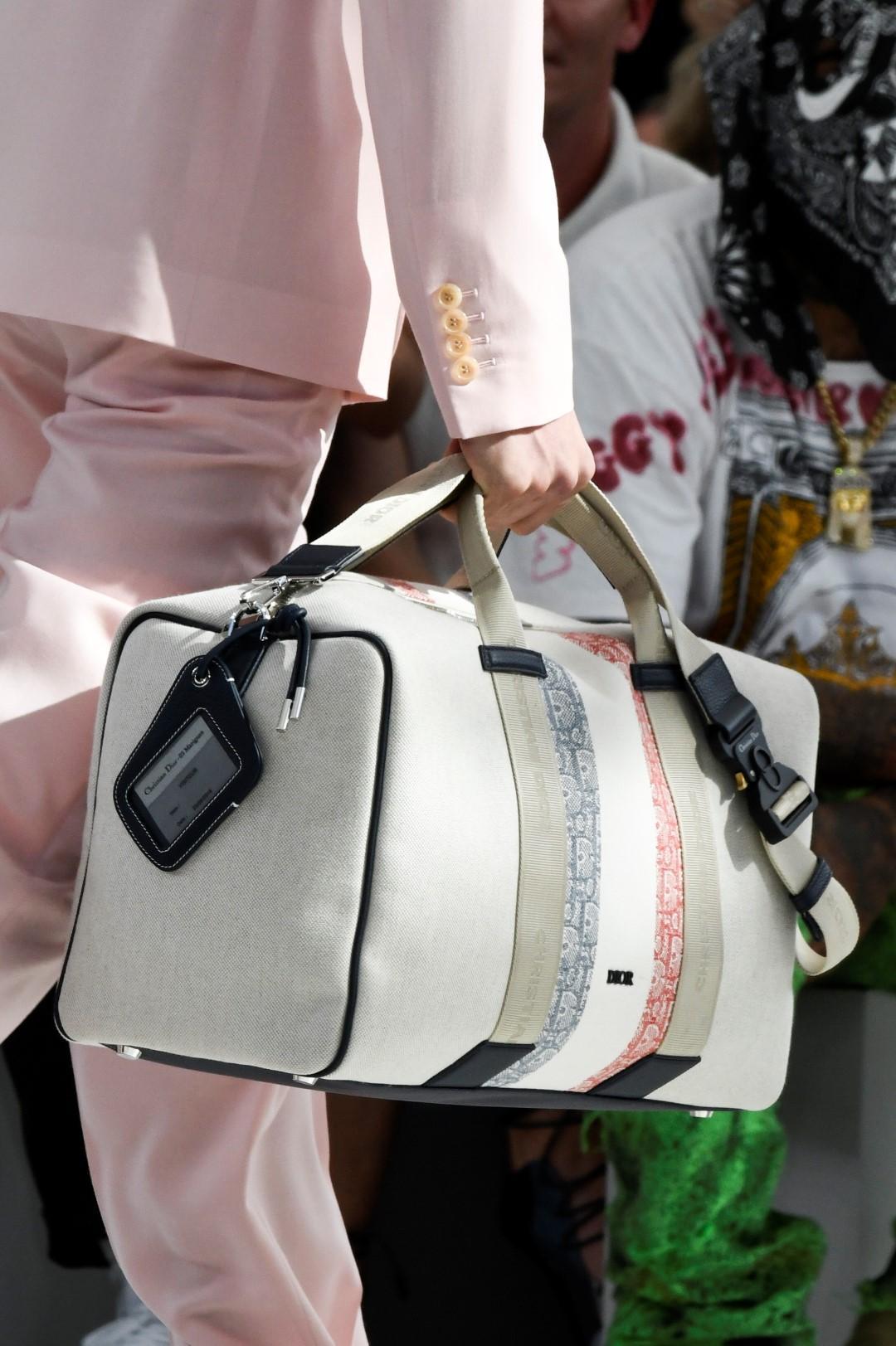 Uomo, fuga dalla città: sacche e borsoni per il weekend e le vacanze