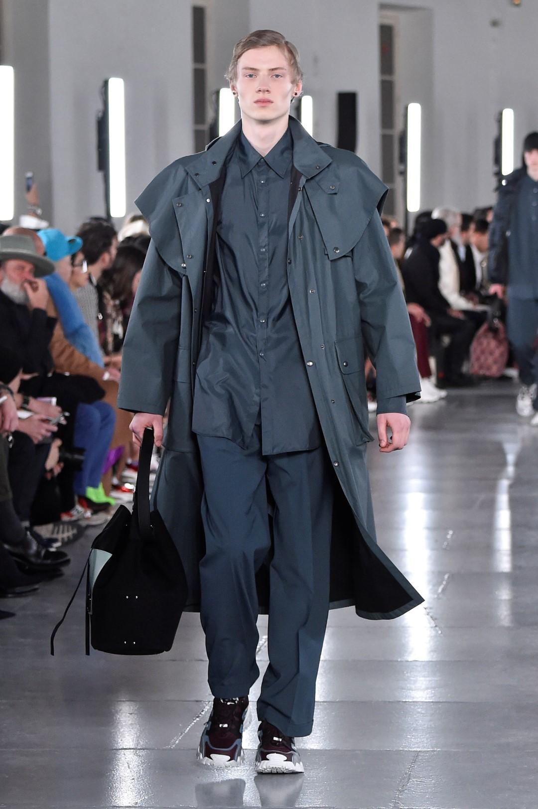 Uomo, impermeabili e trench: come abbinare quelli da indossare adesso