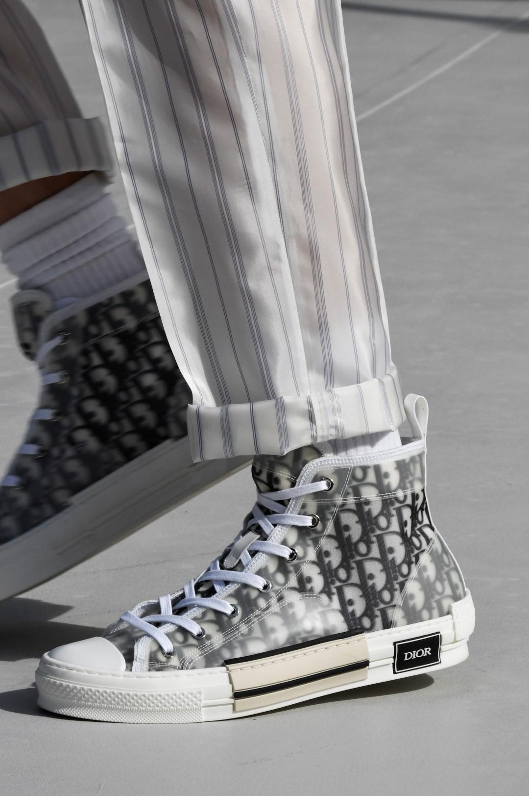Sandali, mocassini e sneakers: le scarpe per lui da portare in vacanza