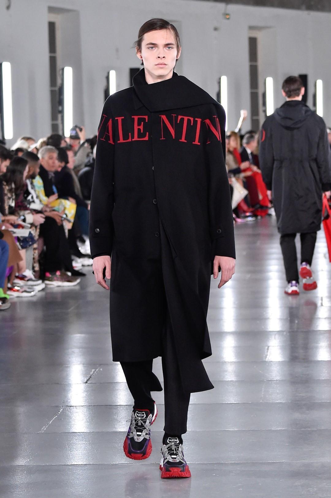 Moda Uomo a Parigi, Valentino oltre la rigidità dei confini