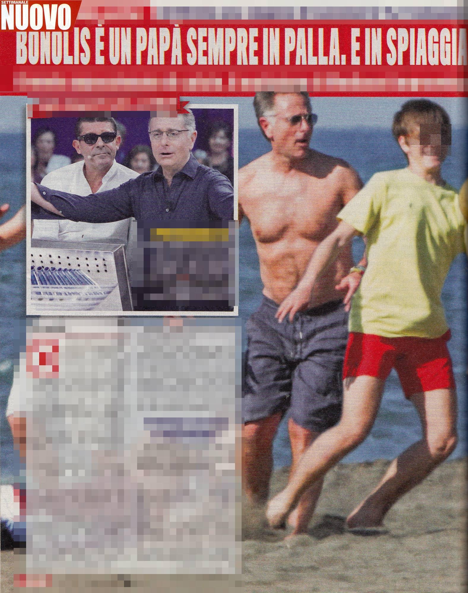 Paolo Bonolis, partitella in spiaggia con il figlio
