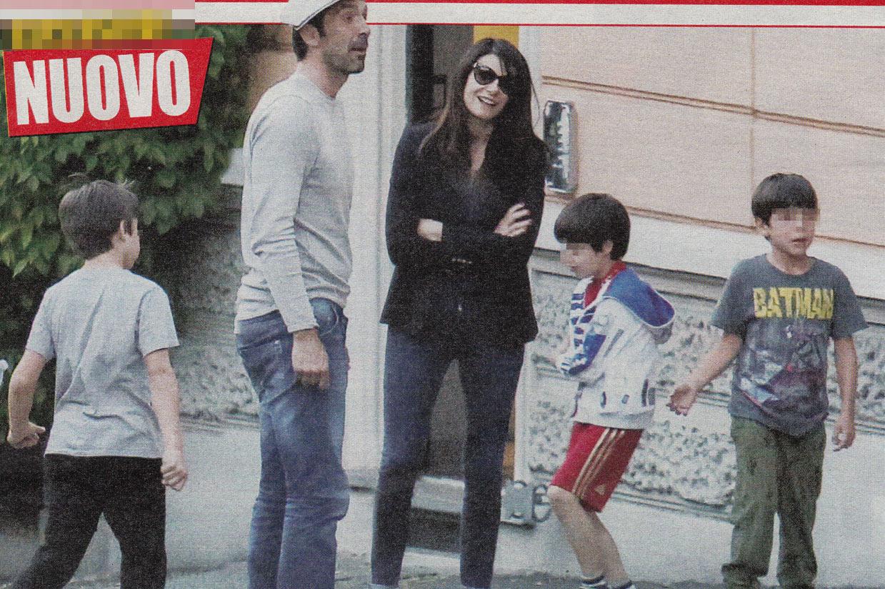 Gigi Buffon e Ilaria D Amico, giocherelloni con i figli