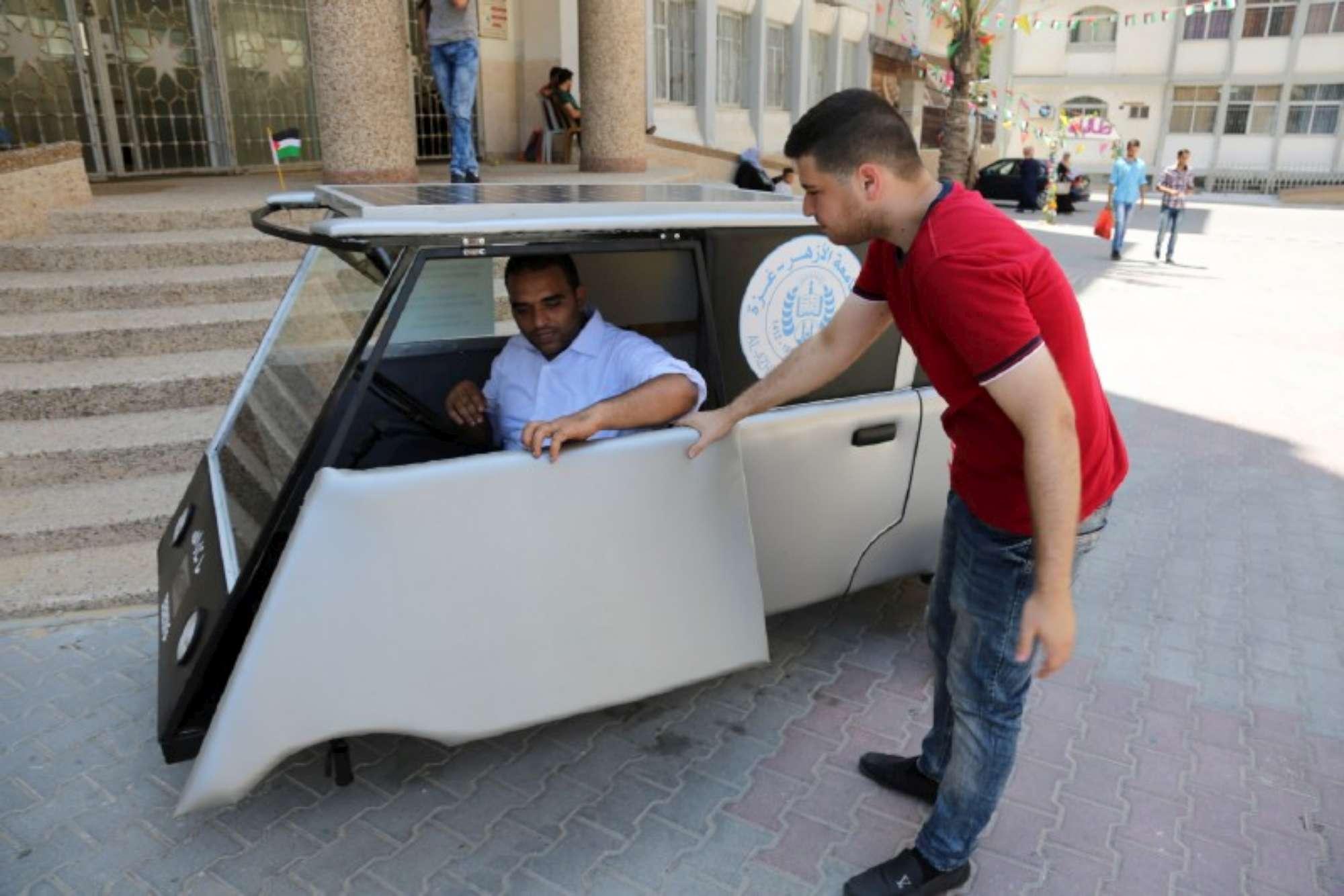 Gaza, realizzata la prima auto solare palestinese