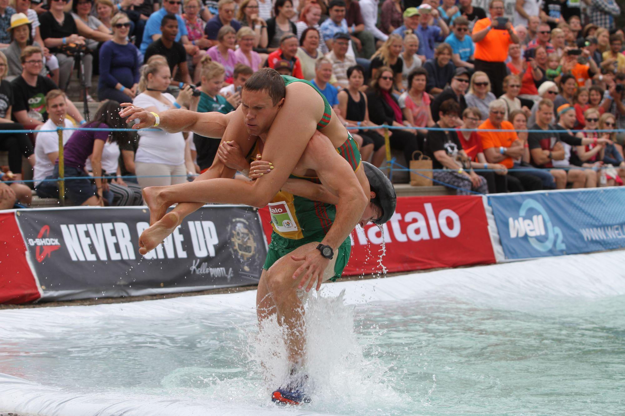 World Wife-Carrying Championship, e la moglie è più che mai un peso