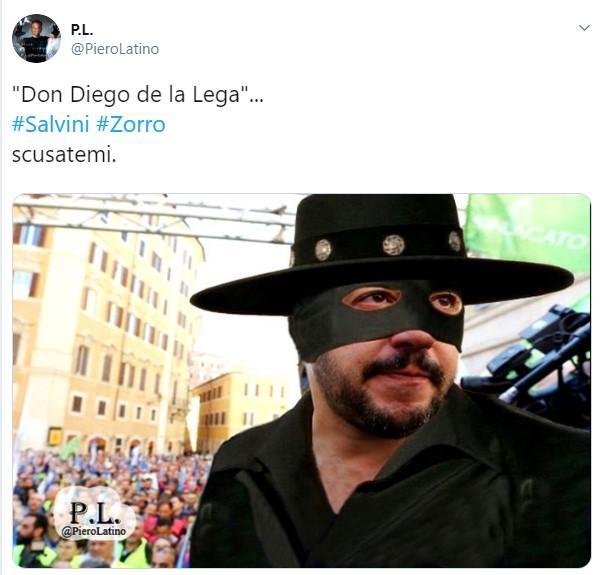 Il pupazzetto di Zorro rubato a Salvini diventa meme