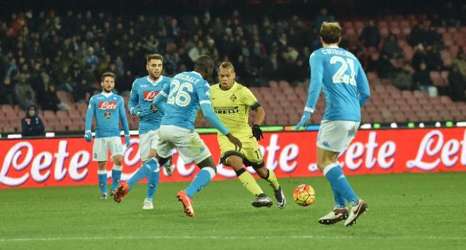 Napoli-Inter 0-2: JoJo e Ljajic, che prodezze! Mancio (espulso) in semifinale di C. Italia