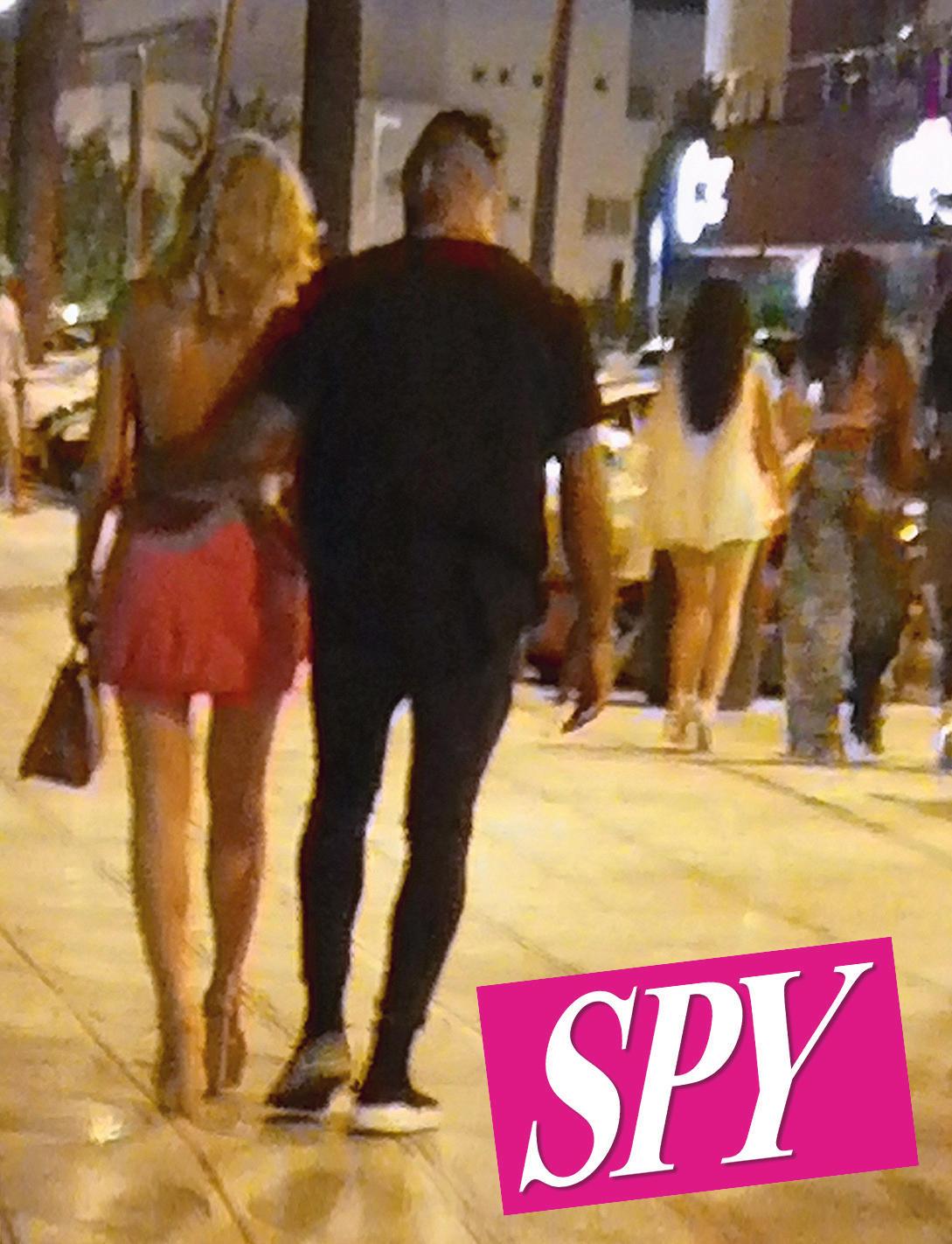Diletta Leotta non è più single, abbracciata a Ibiza con un pugile