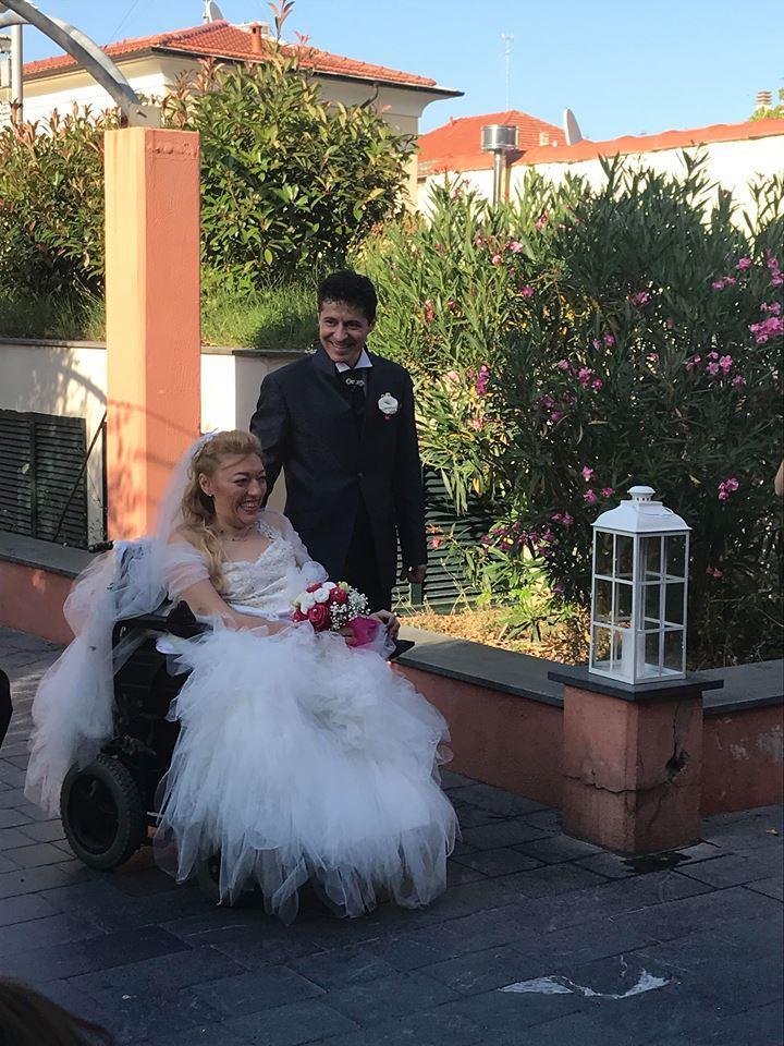 Daniela, su una carrozzina dalla nascita, dice sì a Iulian:  L amore è la migliore medicina