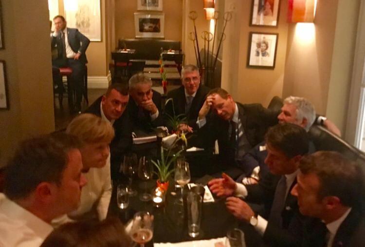 Conte, Macron e Merkel: summit notturno davanti a una birra per accelerare sulle nomine Ue
