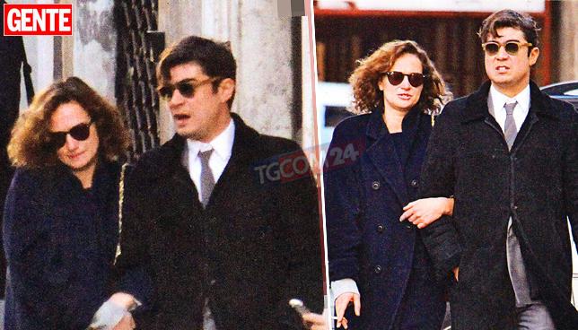 Riccardo Scamarcio, passeggiata da divo con la fidanzata