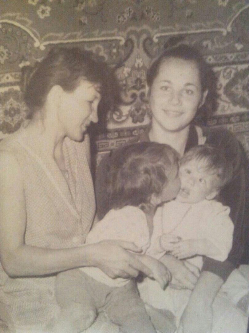 Russia, ritrova l amore della sua vita da una vecchia foto in cui erano piccoli