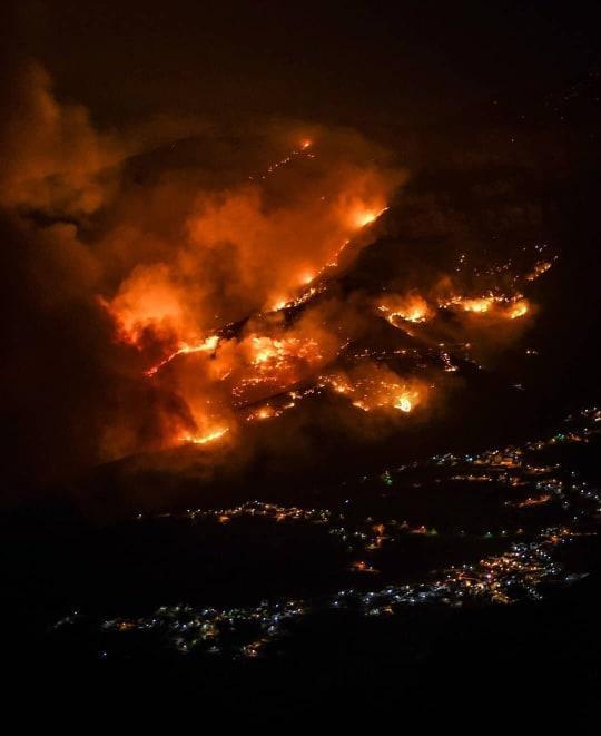 Canarie: enorme incendio evacuate 8mila persone