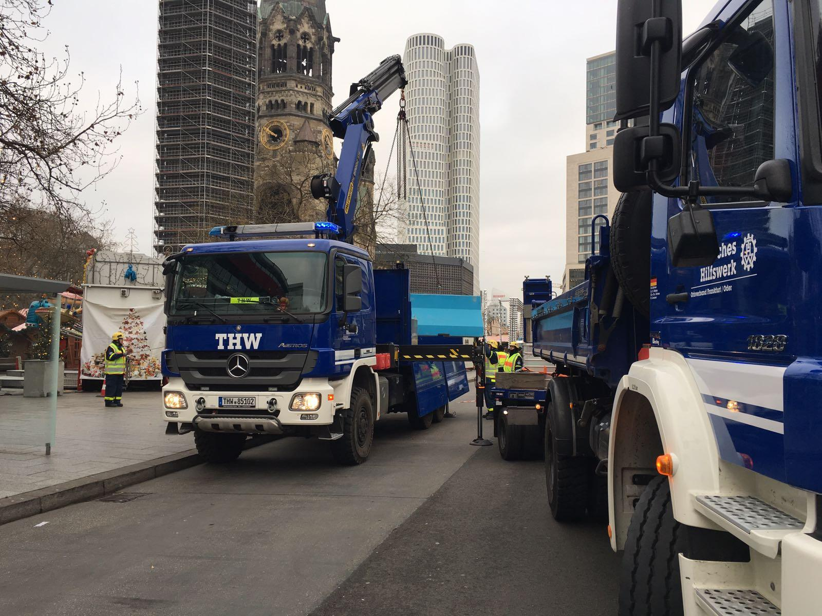 Tre giorni fa la strage di Berlino, oggi arrivano le barriere anti-camion