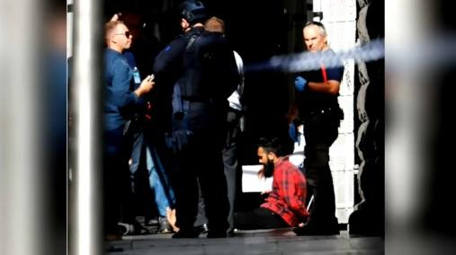 Australia, paura nel centro di Melbourne: auto travolge passanti