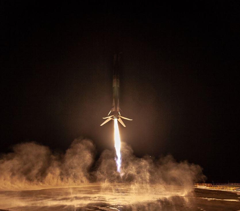 SpaceX, missione compiuta per il razzo Falcon 9: atterrato in California