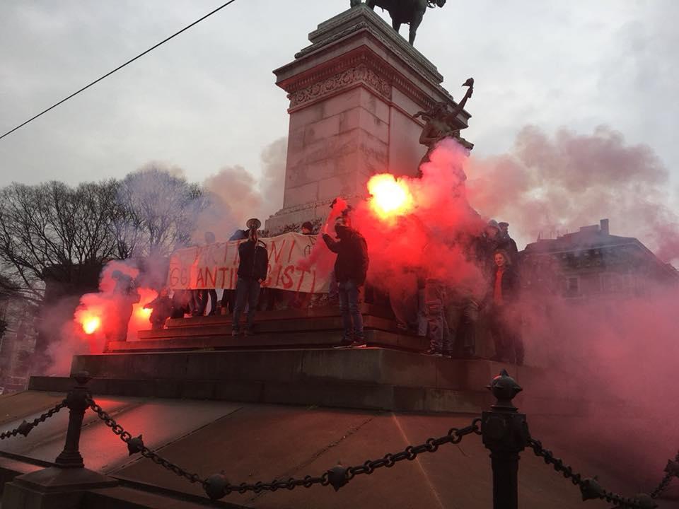 Milano, corteo studenti: attimi di tensione con la polizia