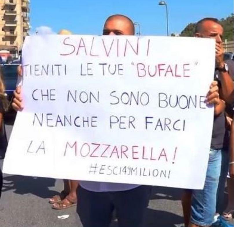 Matteo Salvini contestato e fischiato a Castel Volturno