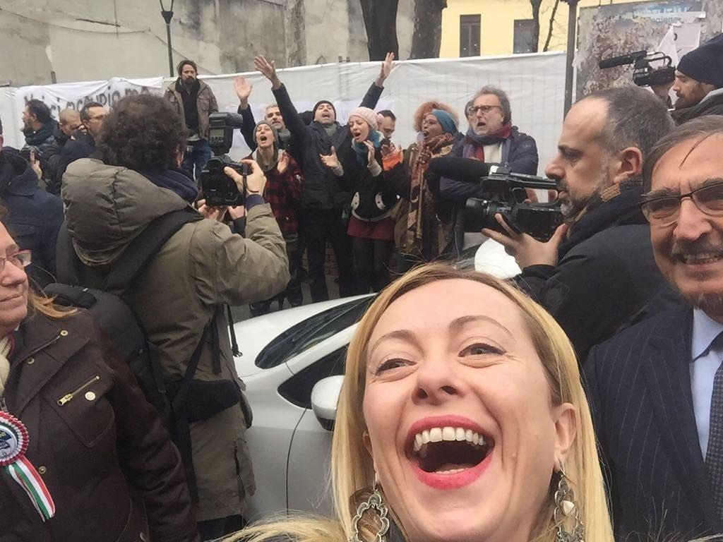 Milano, tensione al corteo Fratelli d Italia:  Riprendiamoci le strade
