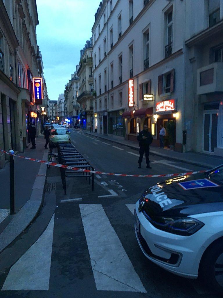 Parigi, accoltella passanti in pieno centro: un morto e 7 feriti