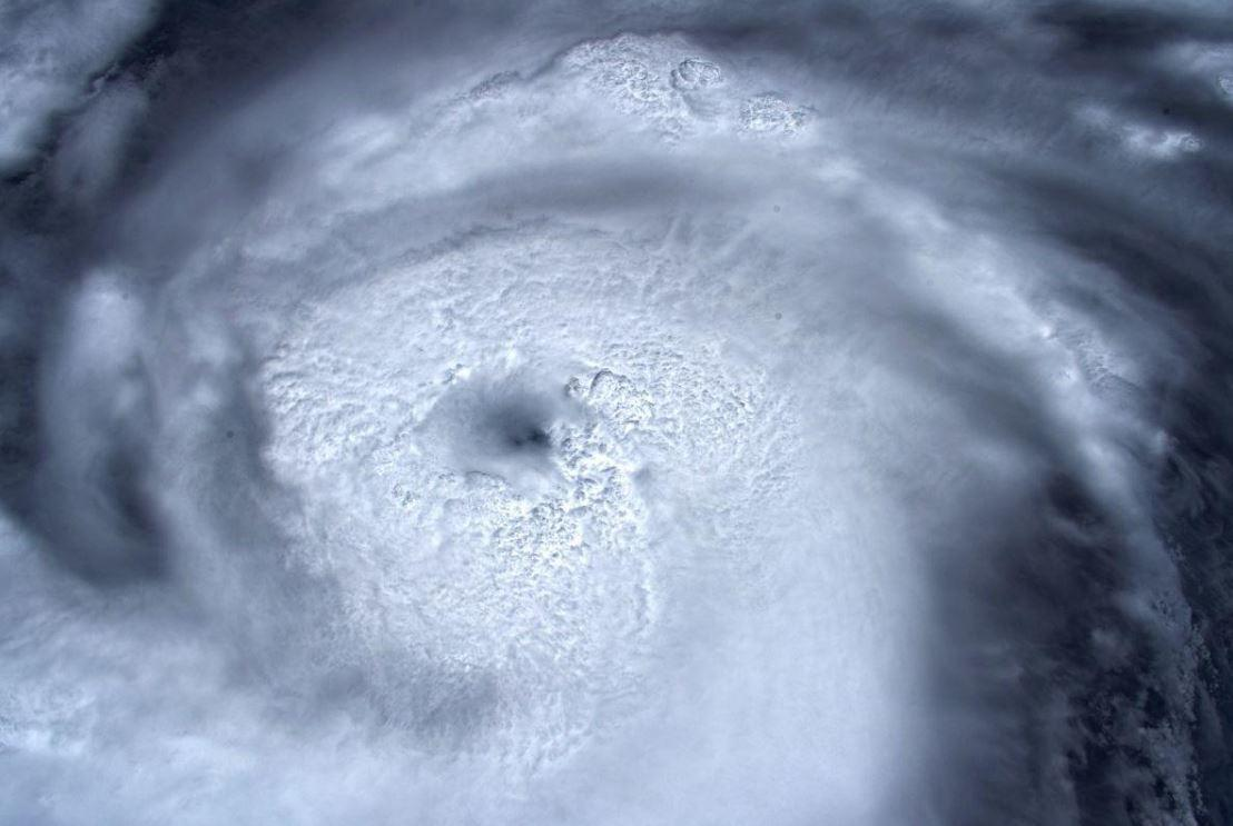 Dentro l occhio della tempesta : Luca Parmitano pubblica uno scatto dell uragano Dorian
