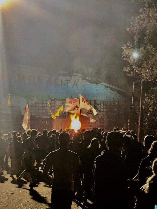 No Tav, incendio e razzi contro la polizia: 20 denunciati