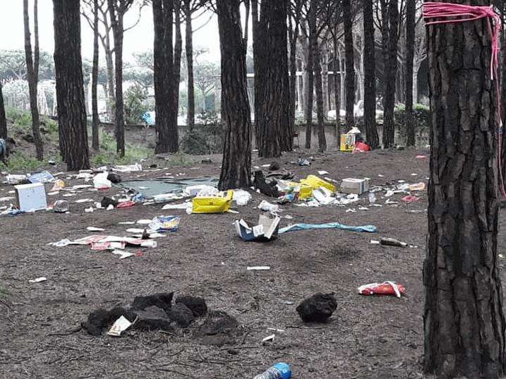 Inciviltà a Pasquetta : le foto del Vesuvio invaso dai rifiuti