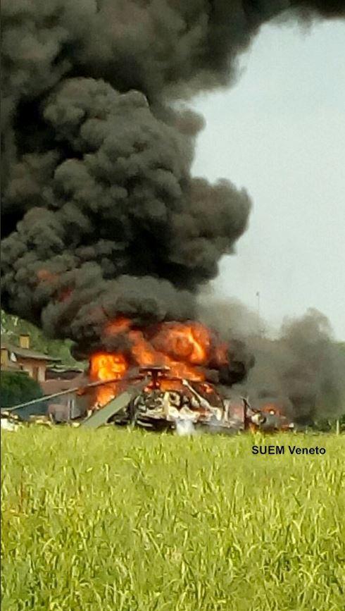 Padova, elicottero militare cade durante atterraggio d emergenza