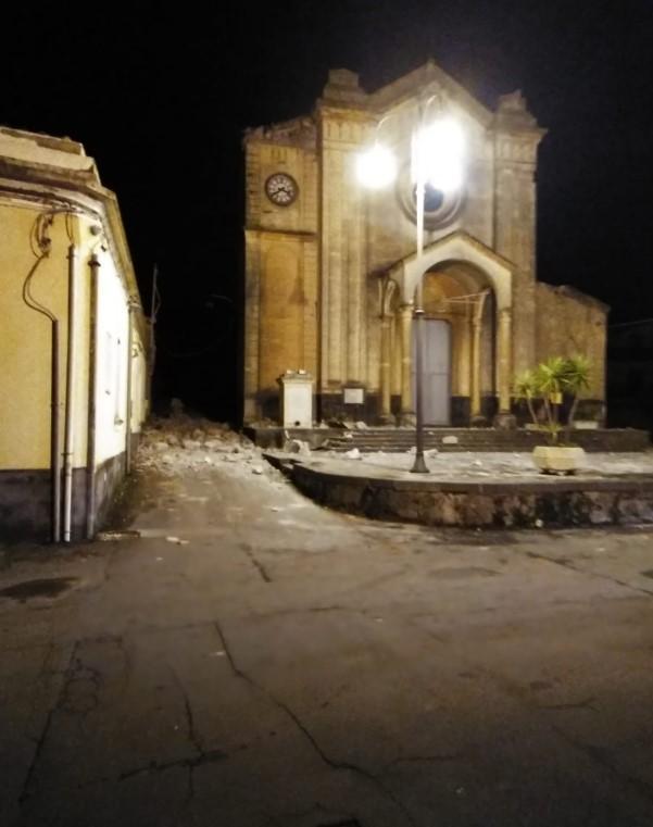 Catania, a Pennisi crolla il santo protettore dei terremoti: le foto dei lettori di Tgcom24