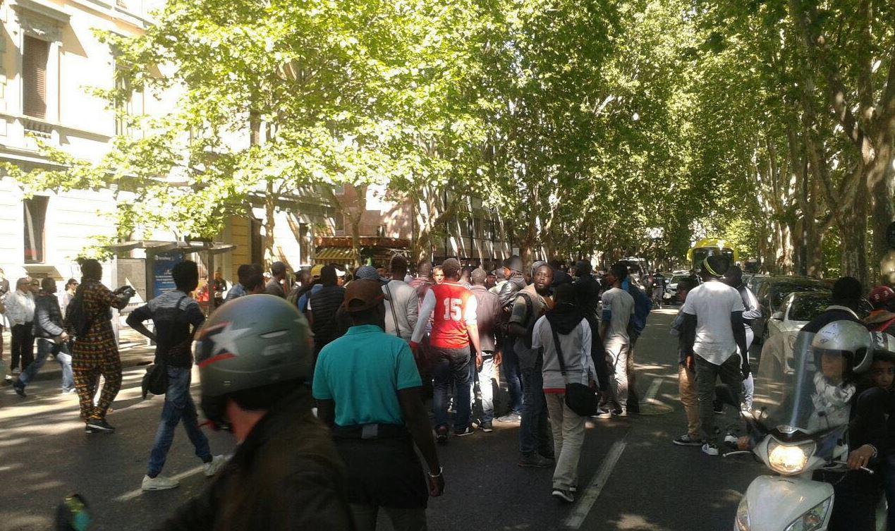 Roma, muore ambulante: scoppia la protesta