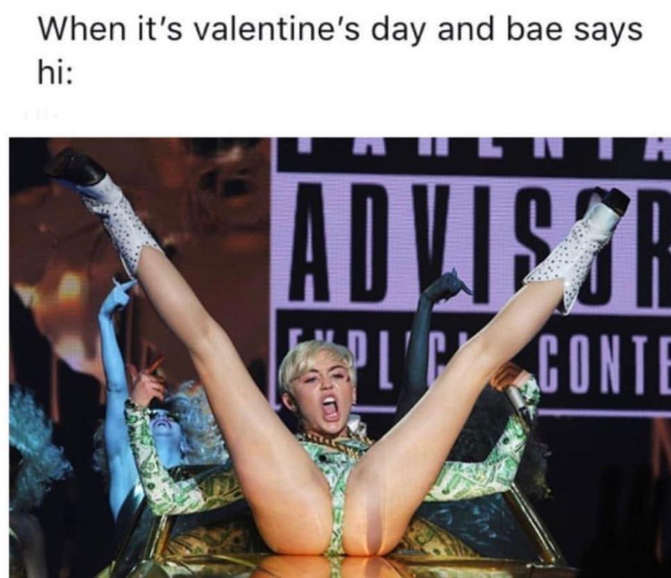 San Valentino, le foto del matrimonio di Miley Cyrus e gli altri scatti delle star... innamorate