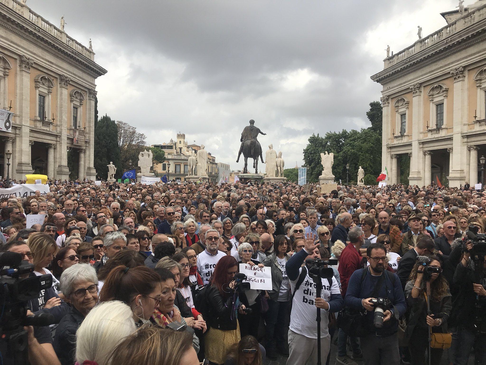 Roma dice basta , la protesta in Campidoglio contro il degrado