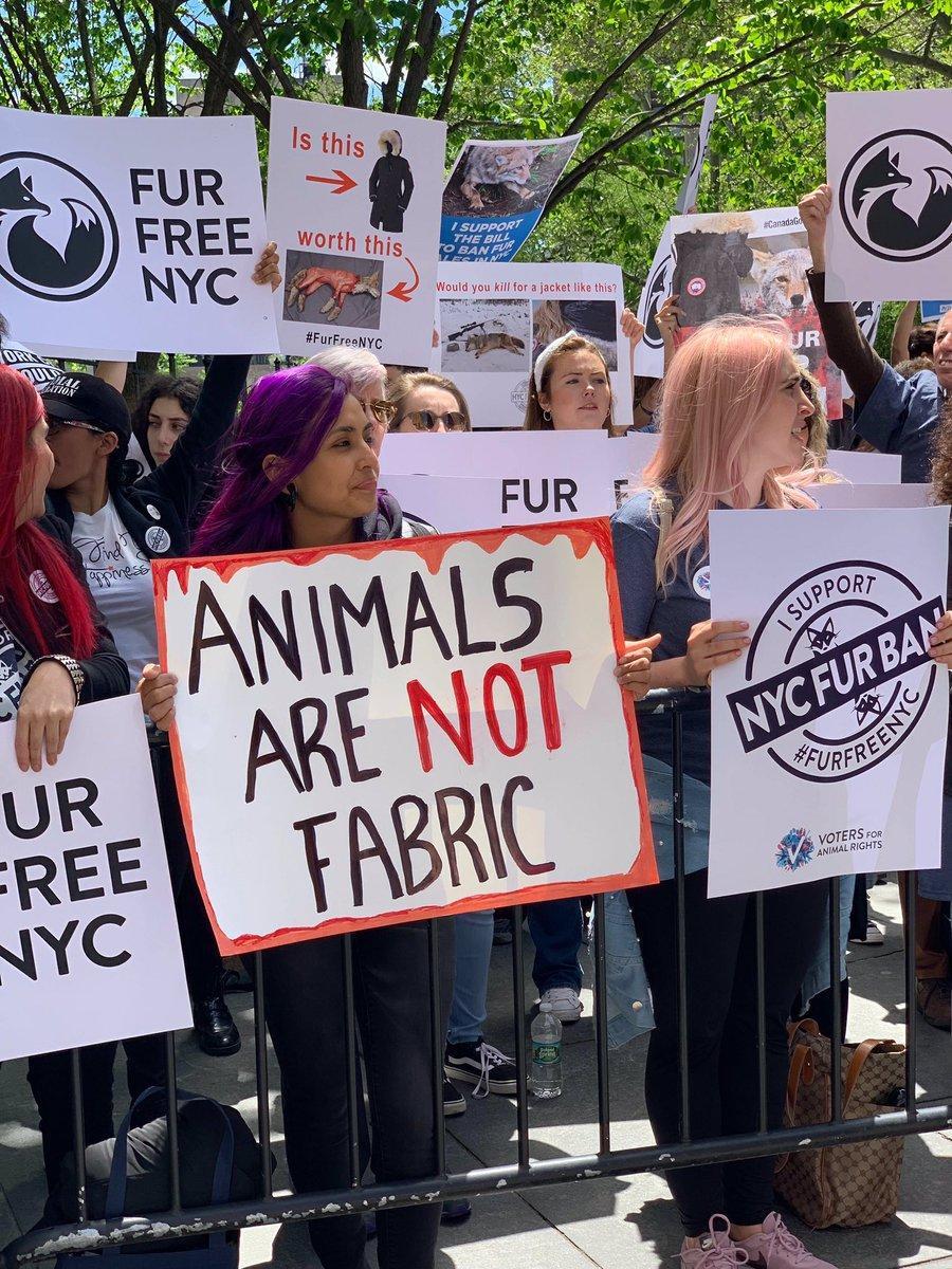 New York, animalisti in piazza:  Mettete al bando le pellicce