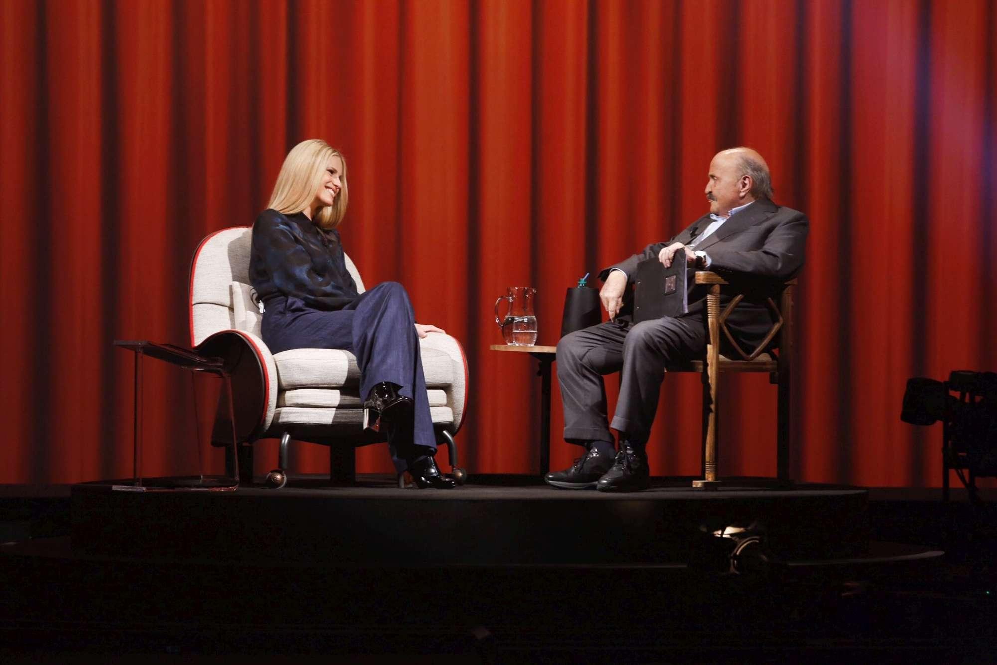L Intervista , Michelle Hunziker si racconta a Maurizio Costanzo