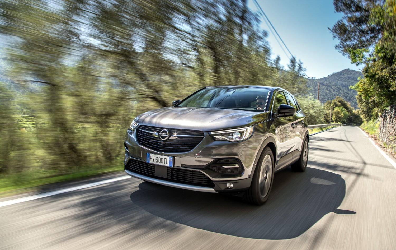 Le tante doti del Suv Opel
