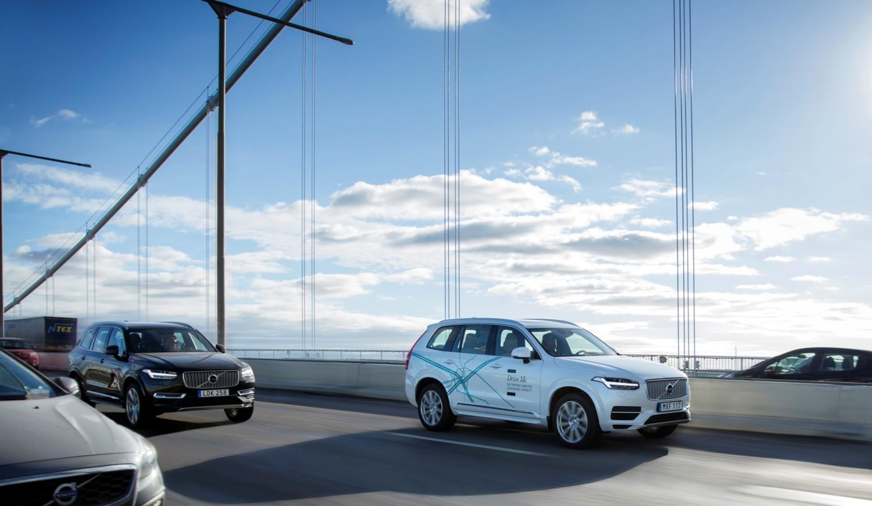 Uber, taxi Volvo con guida senza pilota