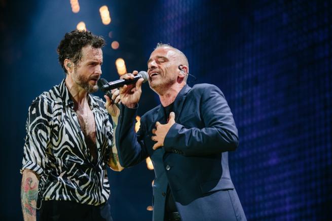 Jovanotti ed Eros Ramazzotti: insieme per Pino Daniele con i 35mila del San Paolo
