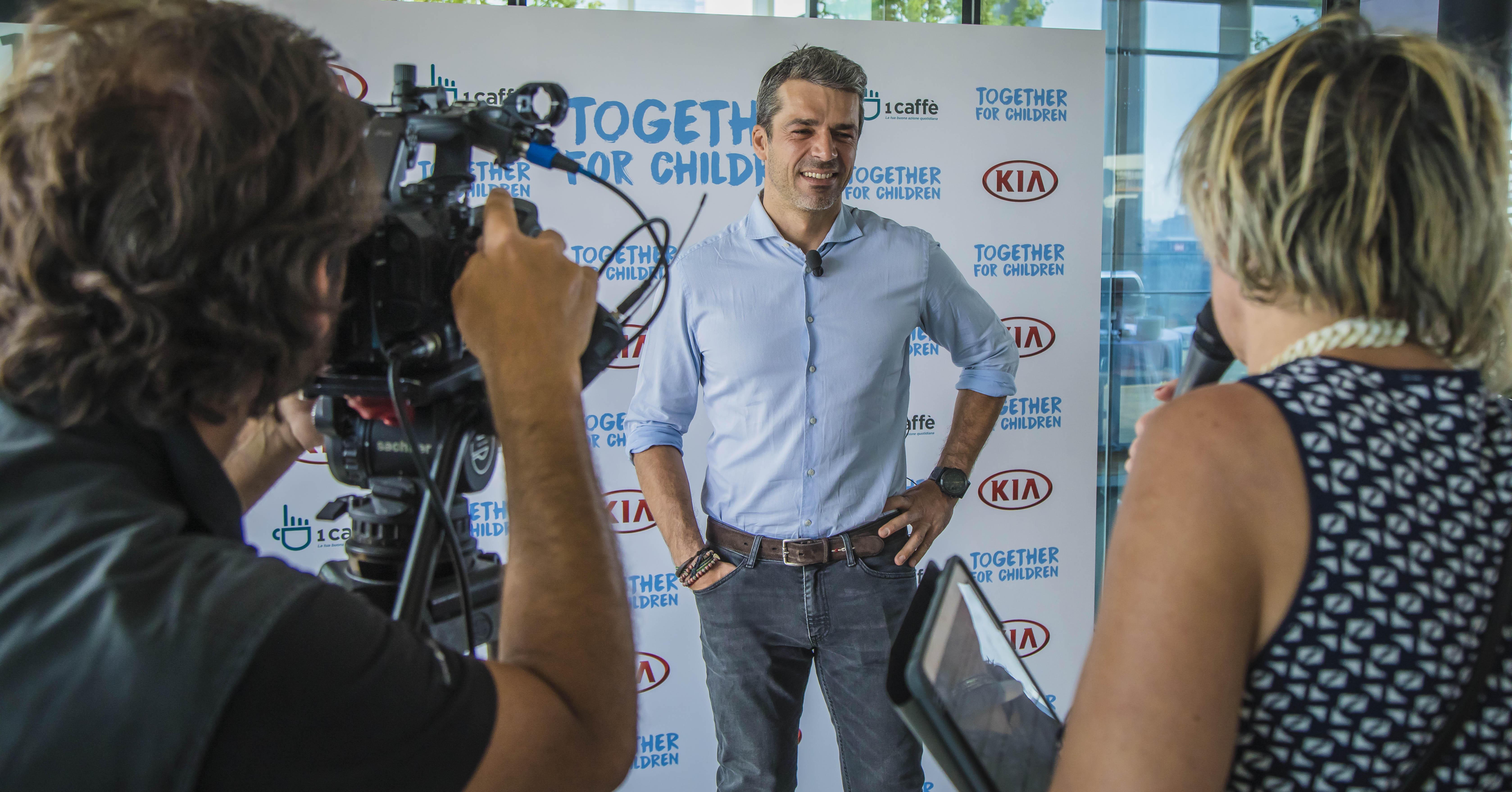 Luca Argentero presenta il progetto  Together for children