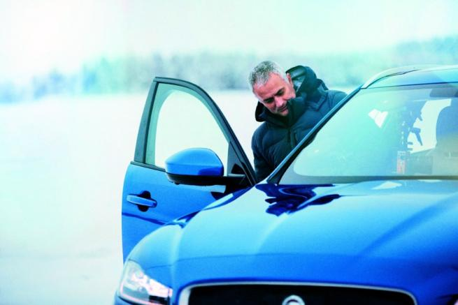 Mourinho, guida estrema con la Jaguar F-Pace