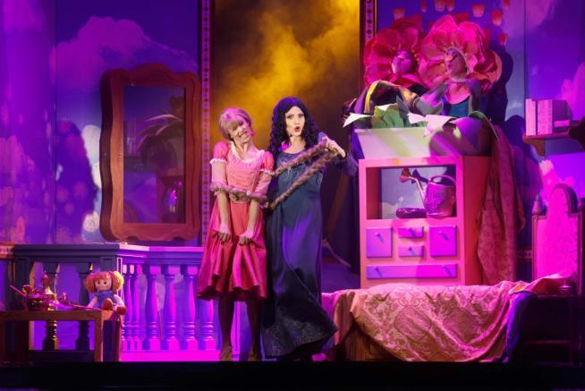 Lorella Cuccarini, una perfida matrigna in Rapunzel:  Che bel gioco fare la cattiva